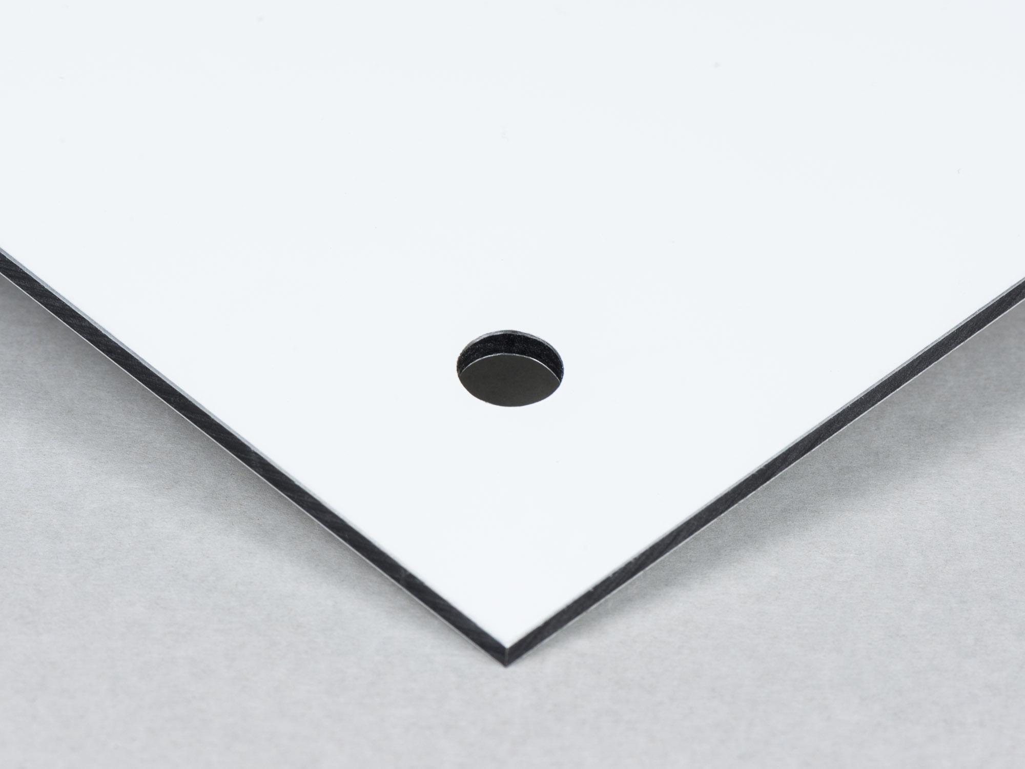 Dibond med hål utan upphängningsdistans