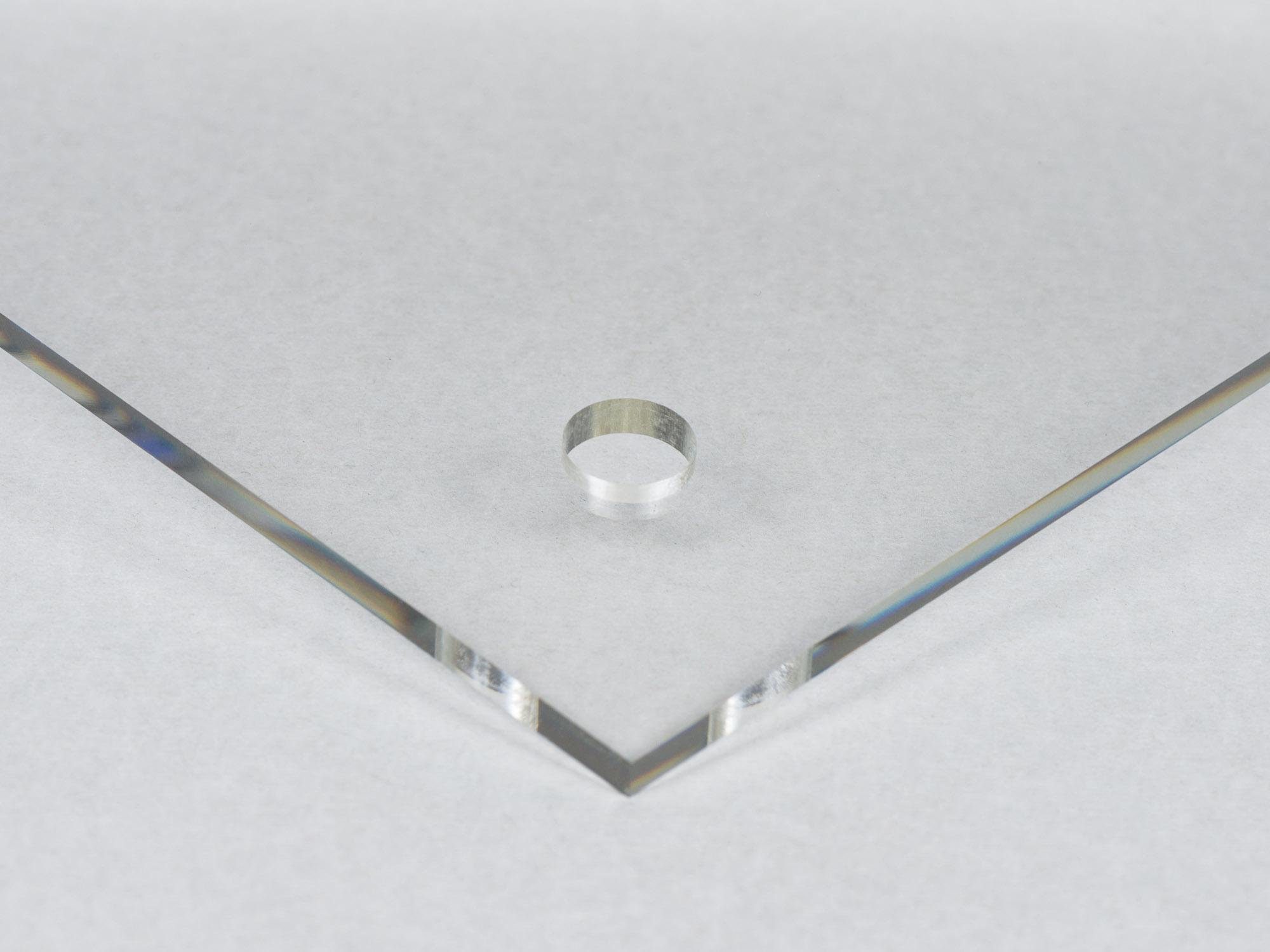Plexiglas med hål utan upphängningsdistans