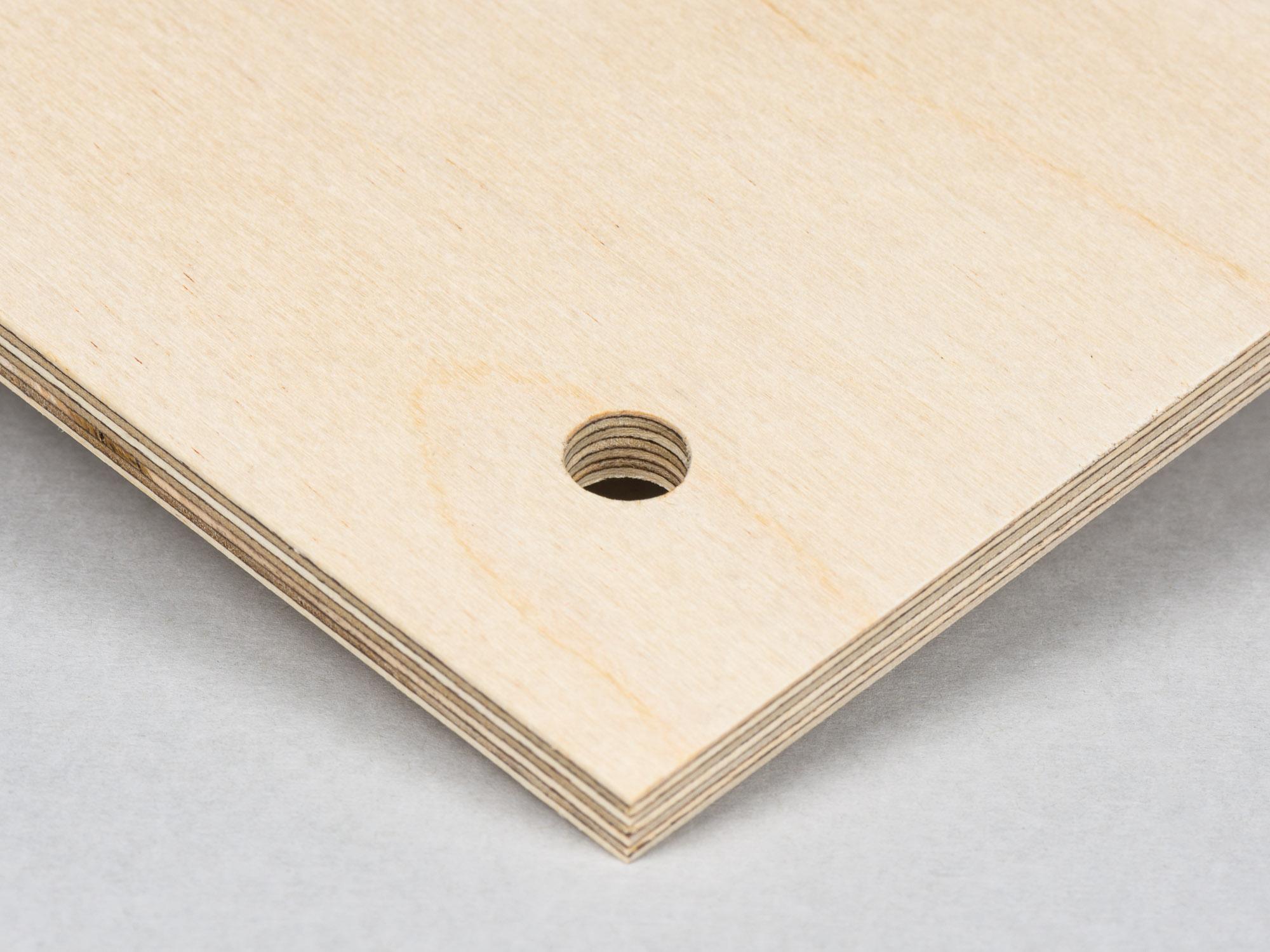 Plywood med hål utan upphängningsdistans