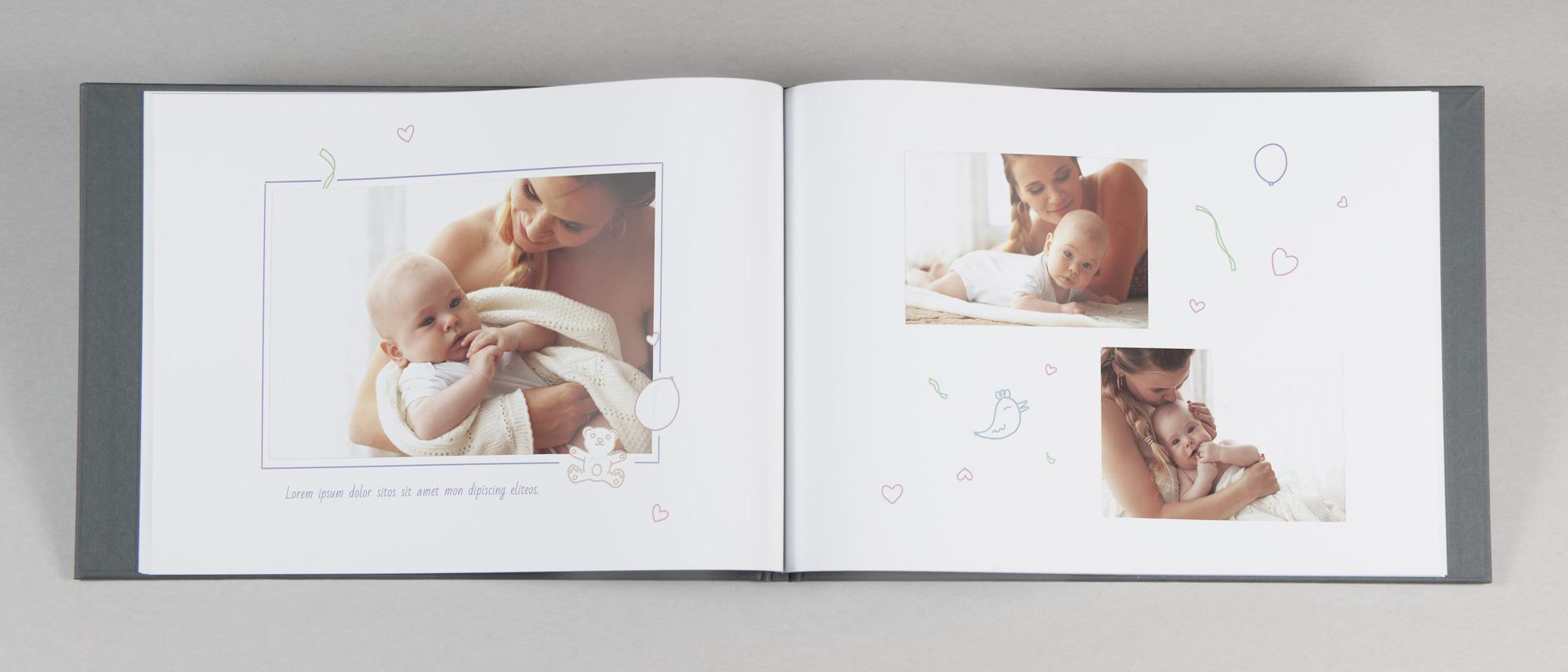 Uppslag fotobok med barn-motiv